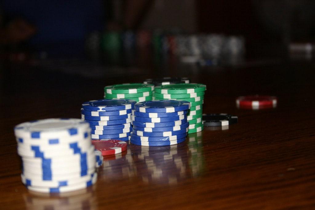 Poker online per principianti: inizia con una scuola web